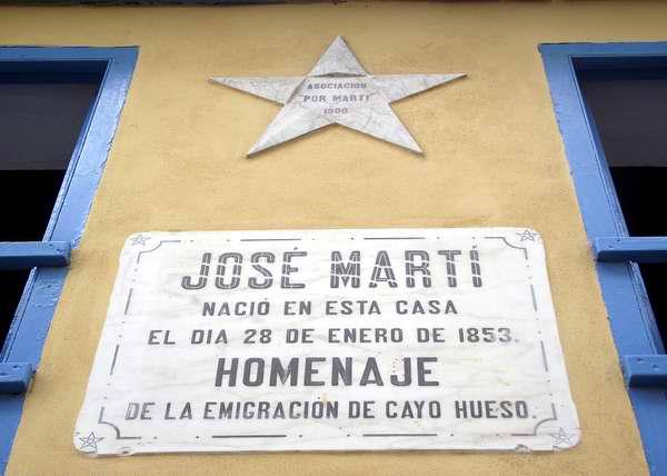 Tarja ubicada en la fachada de la casa natal de Jos� Mart�. Foto Abel Rojas