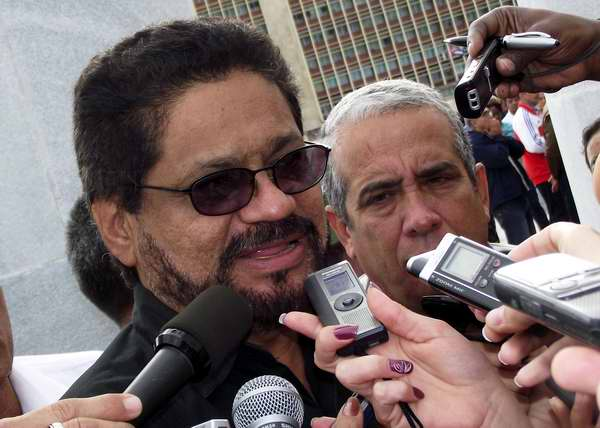 Iván Márquez, de las FARC-EP rindió tributo a Hugo Chávez. Foto Abel Rojas
