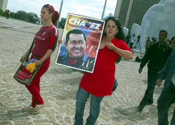 Muestras de amor al fallecido Presidente Chávez. Foto Abel Rojas
