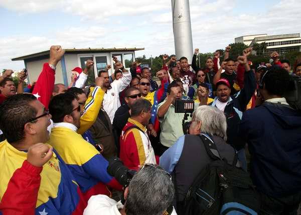 Los cubanos ofrece sus condolencias al hermano pueblo de Venezuela por el deceso del Comandante Presidente Chávez. Foto Abel Rojas