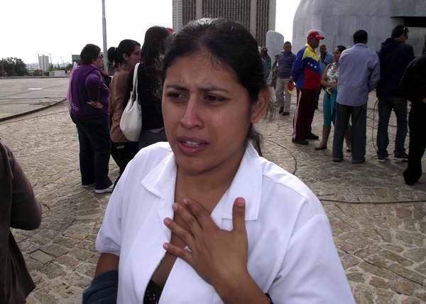 Yanet Maldonado, estudiante venezolana llora a su Presidente Hugo Chávez en La Habana. Foto Abel Rojas