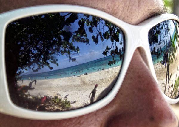 Ya sea en la costa, en el río, en la piscina o en la playa, un buen chapuzón siempre ha sido para los cubanos una de las mejores opciones para estos calurosos meses de julio y agosto. Foto Abel Rojas Barallobre