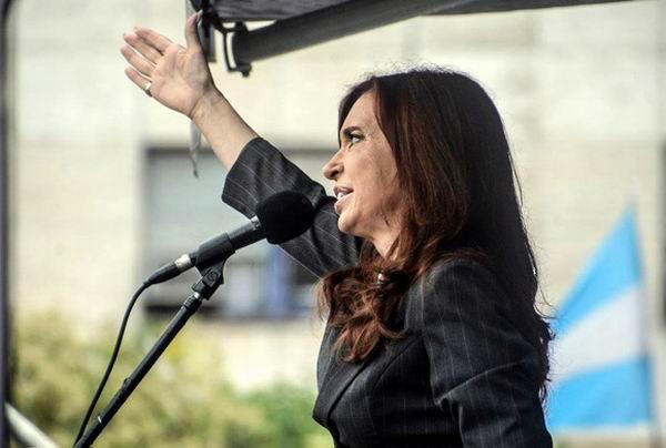 Presenta Cristina Fernández denuncia por espionaje