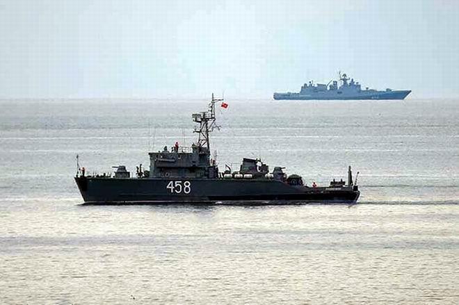 Más de 3.500 rescatistas en 45 barcos —incluidos 135 buzos llegados de toda Rusia— buscan en el lugar del siniestro en el mar y la costa