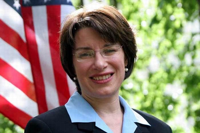 Senadora demócrata Amy Klobuchar