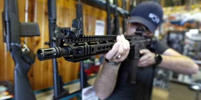 Sugiere Trump armar a los maestros