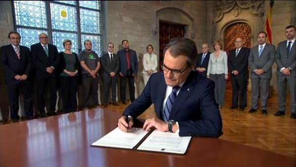Suspende Tribunal Constitucional de Espa�a consulta de Catalu�a