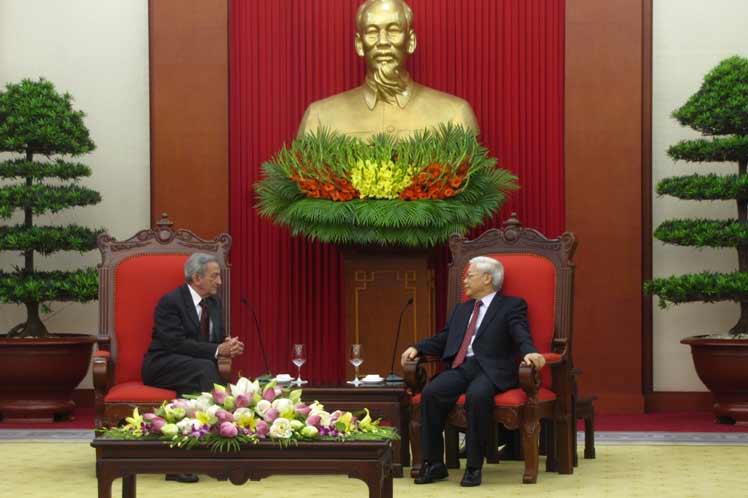 Top Vietnamese communist leader receives Cuban delegation