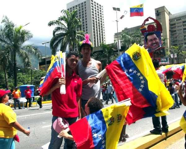 Marcha de venezolanos por cierre de campaña electoral de Hugo Chávez. Foto Miozotis Fabelo