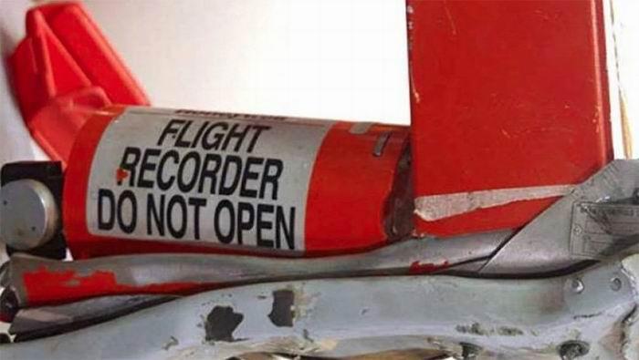 Trasladan a Paris cajas negras del avión accidentado en Etiopia