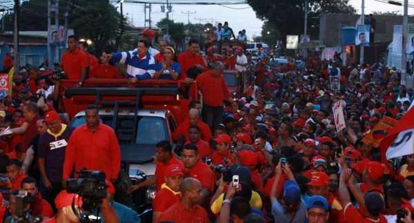 Venezuela: marea roja desborda calles de Falcón
