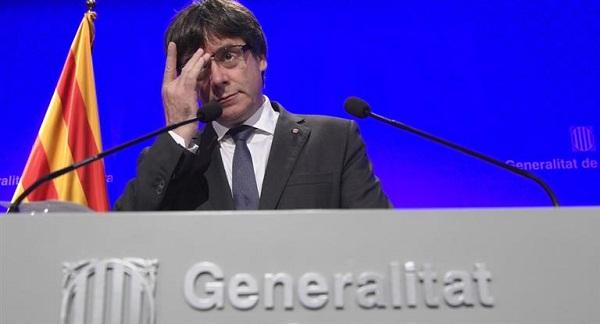 Letrados del parlamento catalán decidirán si Puigdemont puede asumir el cargo