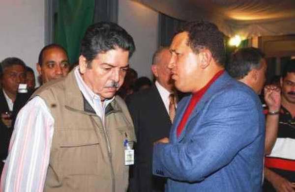 Hugo Chávez se interesó por el trabajo de nuestro equipo de prensa y confirmó la entrevista con Radio Rebelde, compromiso cumplido el 2 de julio de 2004, en ocasión de los 20 años del Programa Haciendo Radio