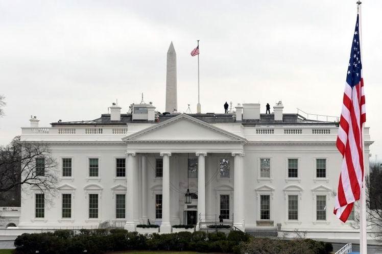 Nueva ola de escándalos y renuncias afecta a la Casa Blanca