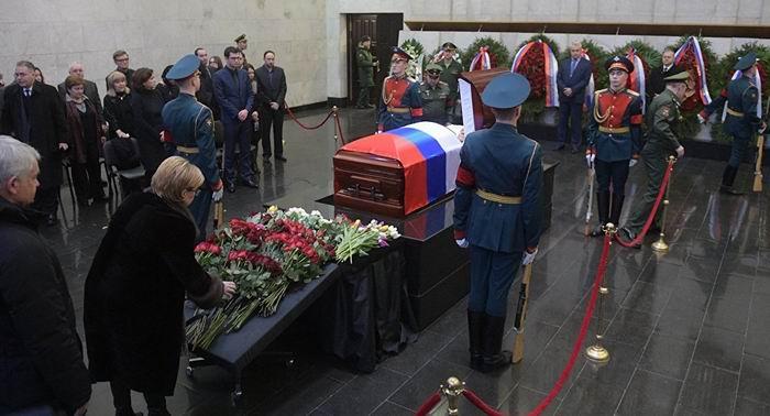 Rusia comunica que el 20 de febrero, un día antes de su 65 cumpleaños, en Nueva York y de manera repentina, falleció su representante ante la ONU, Vitali Churkin