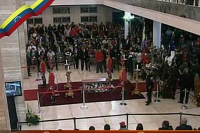Ceremonia religiosa ante el f�retro del Presidente de Venezuela, Hugo Ch�vez, en la Academia Militar. Foto Telesur