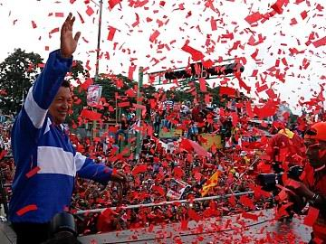 En los estados de Aragua y Carabobo, una avalancha de pueblo acompañó al candidato socialista Hugo Chávez, como preámbulo de la manifestación popular