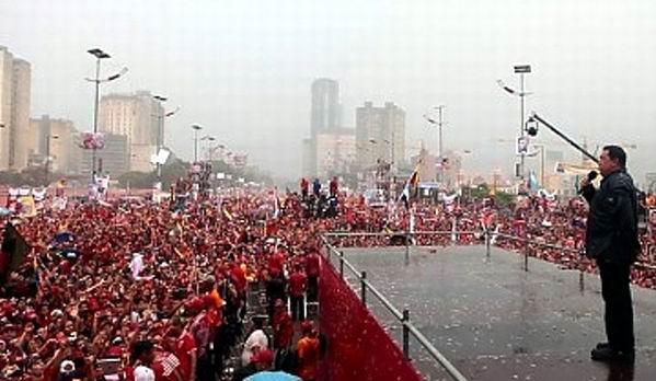 Hugo Chávez se dirigió a su pueblo en el cierre de la campaña electoral.