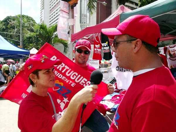 El pueblo venezolano opina sobre el triunfo del candidato de la Patria, Hugo Chávez. Foto Miozotis Fabelo