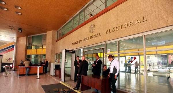El Consejo Nacional Electoral (CNE) convocó a comicios presidenciales el venidero 14 de abril.