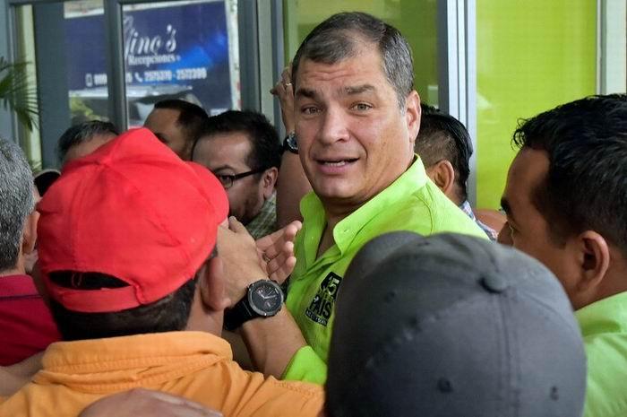 Rafael Correa regresa a Ecuador para la campaña por el No