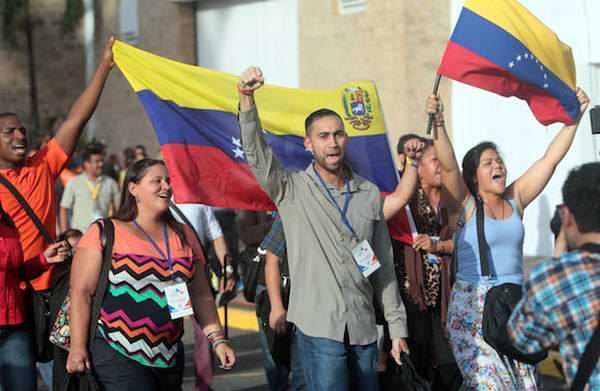 Se retiran venezolanos del foro de la sociedad civil