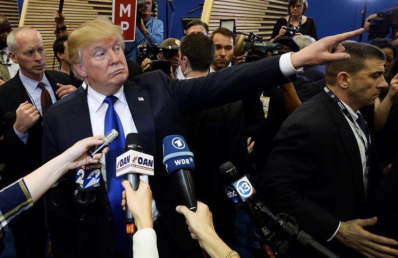 Destacan medios de comunicación larga y dura conferencia de prensa de Trump