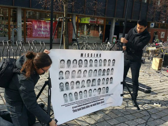Demandan padres de normalistas de Ayotzinapa justicia en Europa