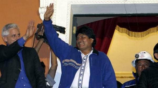 El presidente Evo agradeció anoche al pueblo boliviano por el apoyo en las elecciones generales. Foto: AP