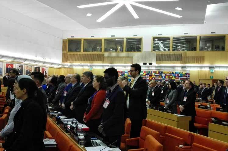Consejo de la FAO rinde tributo a Fidel Castro con minuto de silencio