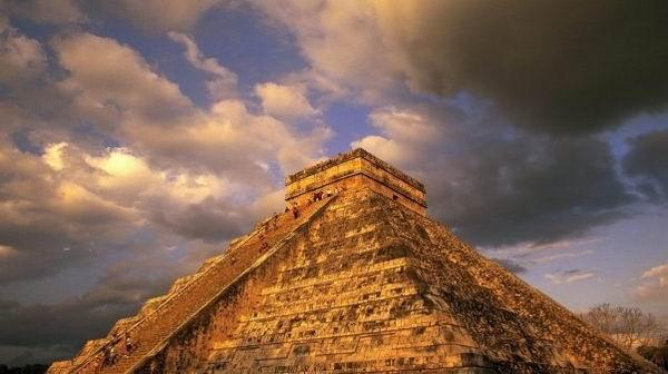 La fecha para el fin de los tiempos: el 21 de diciembre de 2012.  De lo que se trata es simplemente de un cambio de era, según aseguran ahora los mismos mayas.