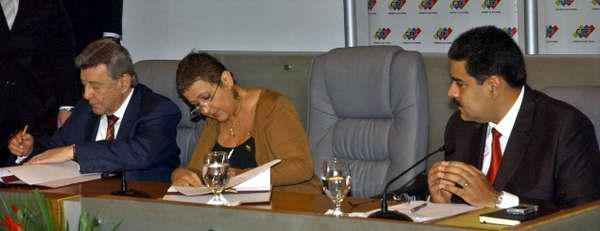 Firma de acompañamiento internacional entre UNASUR y Venezuela para los próximos comicios electorales. Foto José Manuel Correa