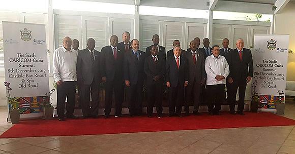 Tras concluir la primera sesión de trabajo los mandatarios procedieron a tomarse la foto oficial. Foto: @CubaMINREX