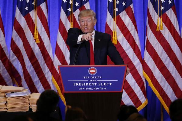 Acusa Trump a servicios de inteligencia estadounidenses por nuevo ataque mediático