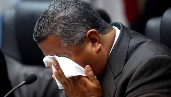 Según el texto, el exvicepresidente salvadoreño Francisco Flores cometió delitos como cohecho impropio, negociaciones ilícitas, actos arbitrarios, peculado, lavado de dinero y activos, falso testimonio, enriquecimiento ilícito y desobediencia a particulares