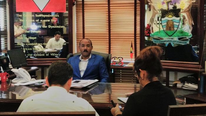 Arriba Raúl Castro a Antigua para asistir a Cumbre CARICOM-Cuba