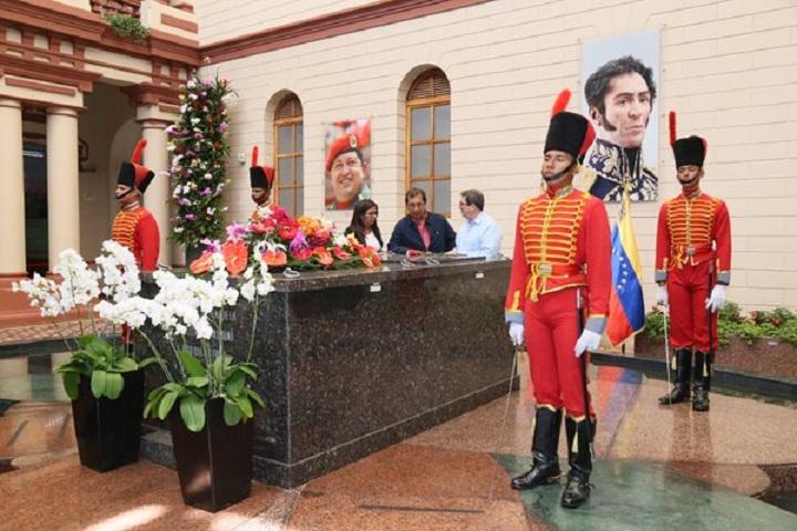 Recibe Maduro a canciller cubano quien rindi� honores a Hugo Ch�vez