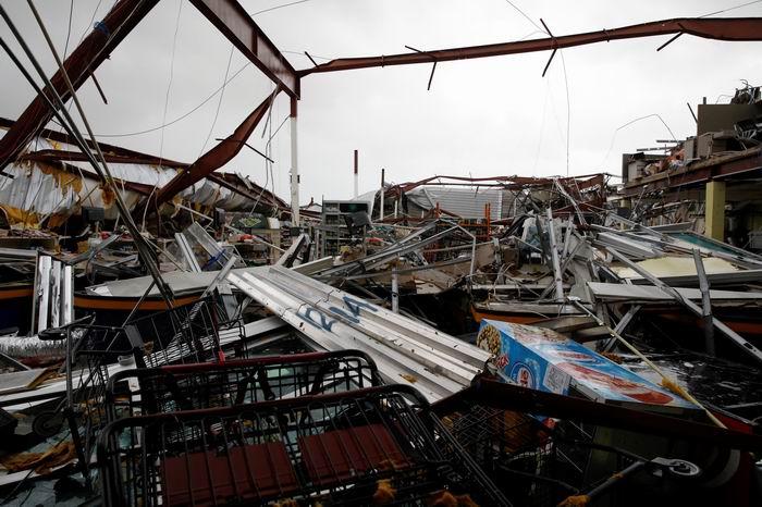 El huracán destruyó un supermercado en Guayama, Puerto Rico. (REUTERS/Carlos Garcia Rawlins)