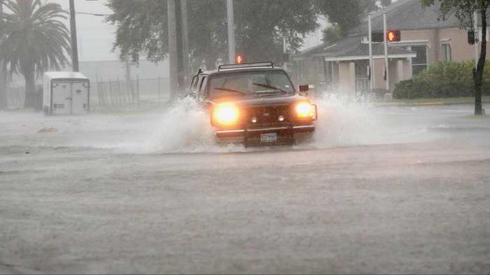 Viven horas dramáticas residentes de Texas afectados por catastróficas inundaciones (+Fotos)