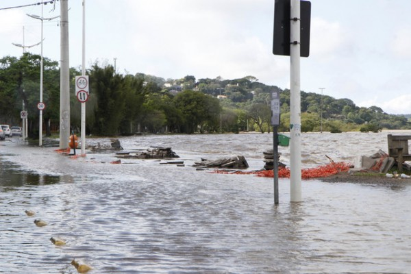 Viven horas dramáticas residentes de Texas afectados por catastróficas inundaciones