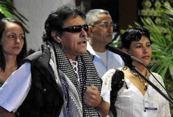 Jesús Santrich, miembro de la delegación guerrillera, calificó al desaparecido líder bolivariano como un ejemplo de paz y hermandad latina y caribeña. Foto Marcelino Vázquez