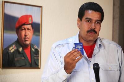 Nicolás Maduro, en cadena nacional de radio y televisión, de inmediato condenó los irresponsables pronunciamientos, cínicos y mentirosos del derrotado Henrique Capriles