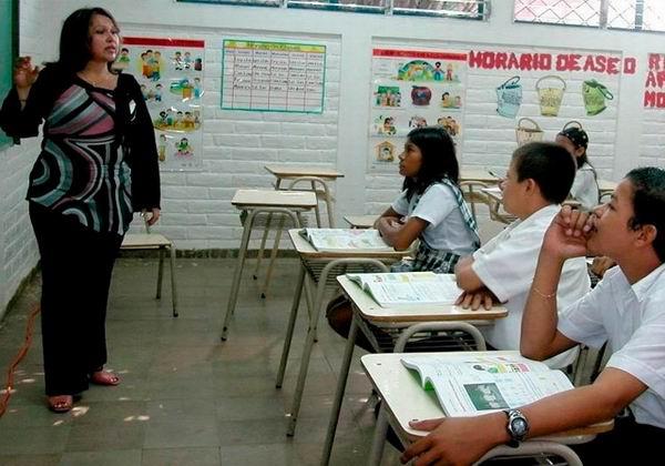 Para los maestros, un aumento salarial en Venezuela