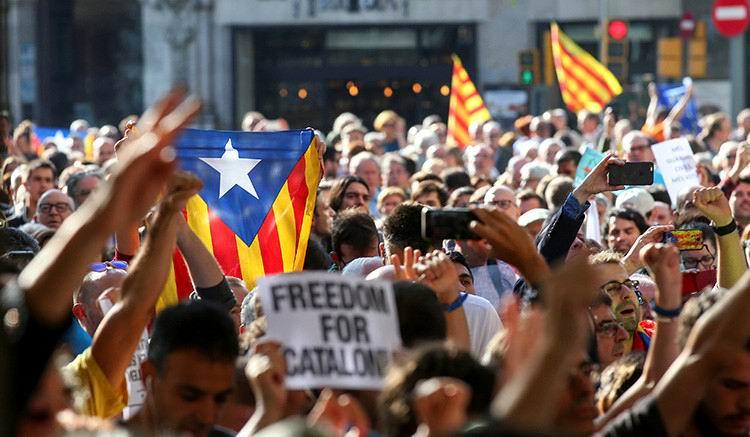 Guardia Civil española realiza la mayor operación contra referéndum en Cataluña (+Audios)