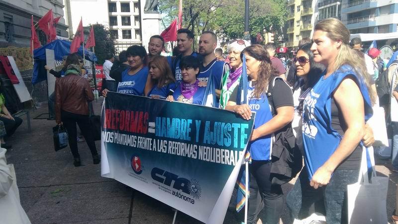 Miles de uruguayos marcharon contra del Neoliberalismo