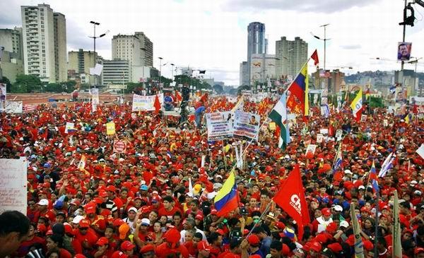 Una avalancha bolivariana desbordó Caracas