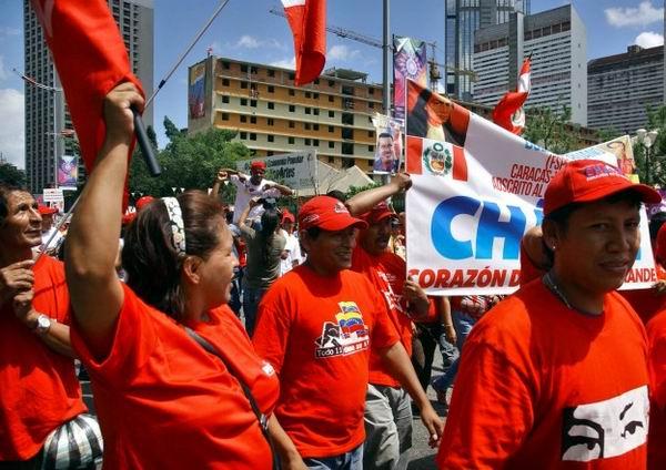 """En una multitudinaria marcha que transitó significativas avenidas de Caracas, miles de venezolanos ratificaron que """"las misiones sociales pertenecen al pueblo y están con Chávez"""""""