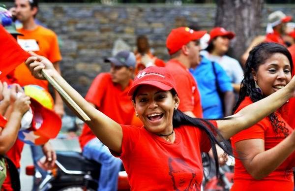 """En una multitudinaria marcha que transitó significativas avenidas de Caracas, miles de venezolanos ratificaron que """"las misiones sociales pertenecen al pueblo y están con Chávez""""."""