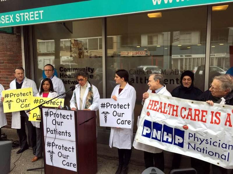 Este jueves, médicos de diferentes organizaciones salieron a la calle en Manhattan