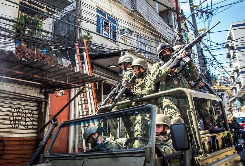 ¿Decreto de intervención militar en Río de Janeiro?
